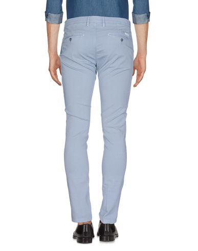 Фото 2 - Повседневные брюки от P. LANGELLA серого цвета