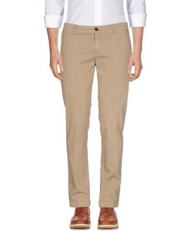 Фото - Повседневные брюки от MAISON CLOCHARD цвет песочный