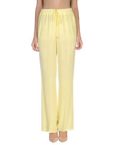 Фото - Повседневные брюки от ERMANNO DI ERMANNO SCERVINO желтого цвета