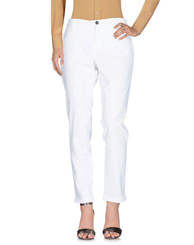 Фото - Повседневные брюки от FAY белого цвета