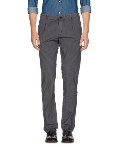 Фото - Повседневные брюки от MYTHS серого цвета