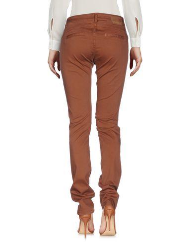 Фото 2 - Повседневные брюки коричневого цвета