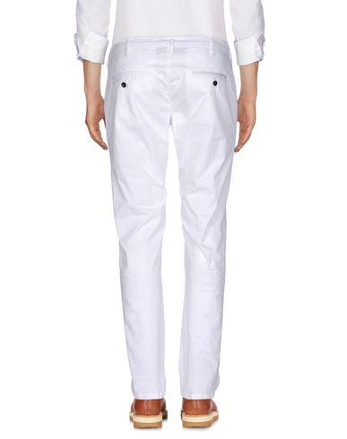 Фото 2 - Повседневные брюки от MYTHS белого цвета