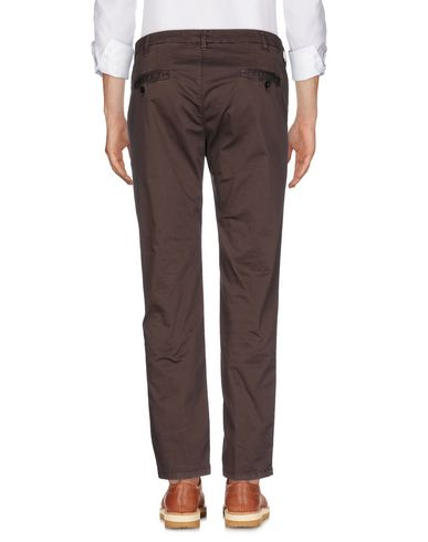 Фото 2 - Повседневные брюки от MYTHS темно-коричневого цвета
