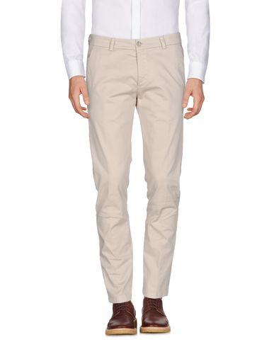 Фото - Повседневные брюки от LOW BRAND бежевого цвета