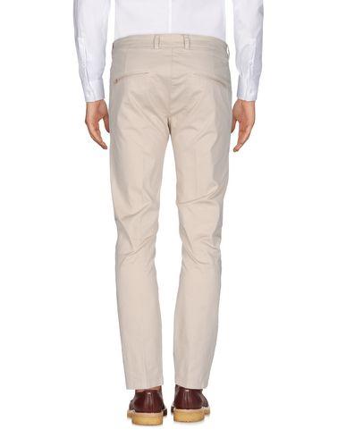 Фото 2 - Повседневные брюки от LOW BRAND бежевого цвета