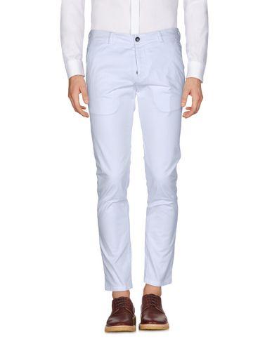 Купить Повседневные брюки от LOW BRAND белого цвета