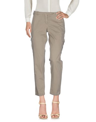 Фото - Повседневные брюки от 19.70 NINETEEN SEVENTY цвета хаки