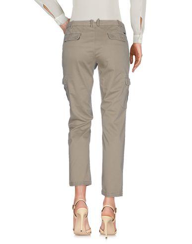 Фото 2 - Повседневные брюки от 19.70 NINETEEN SEVENTY цвета хаки