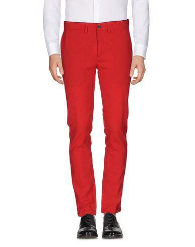 Фото - Повседневные брюки от DEPARTMENT 5 красного цвета