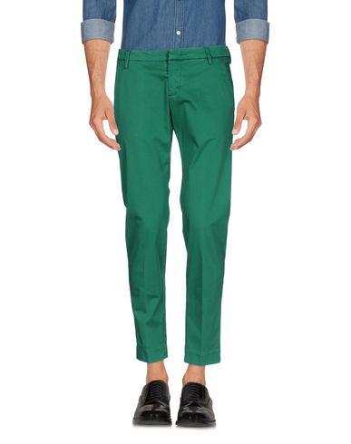 Фото - Повседневные брюки от MICHAEL COAL изумрудно-зеленого цвета