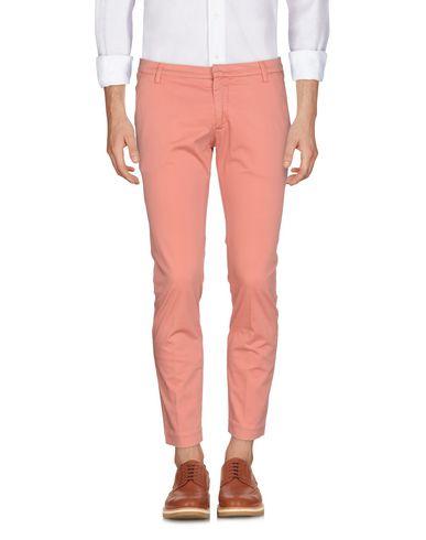 Фото - Повседневные брюки от MICHAEL COAL лососево-розового цвета