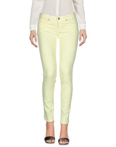 Фото - Повседневные брюки от UP ★ JEANS желтого цвета