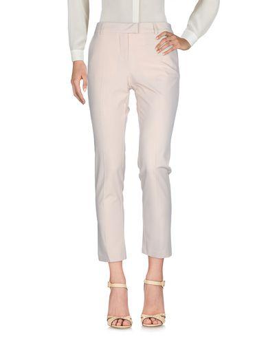 Фото - Повседневные брюки от SOALLURE бежевого цвета