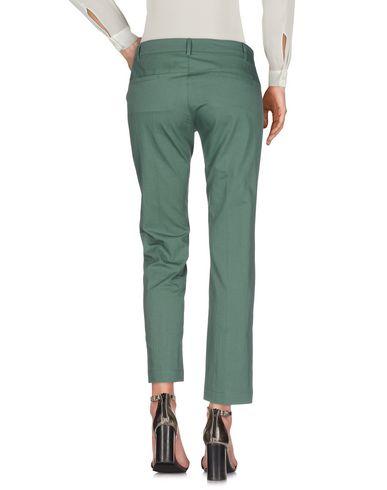 Фото 2 - Повседневные брюки темно-зеленого цвета