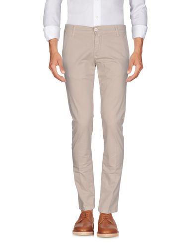 Фото - Повседневные брюки от OUTFIT бежевого цвета