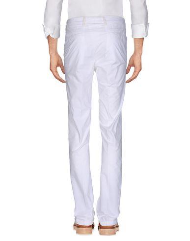 Фото 2 - Повседневные брюки от THE GIGI белого цвета