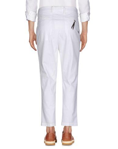 Фото 2 - Повседневные брюки от THE EDITOR белого цвета