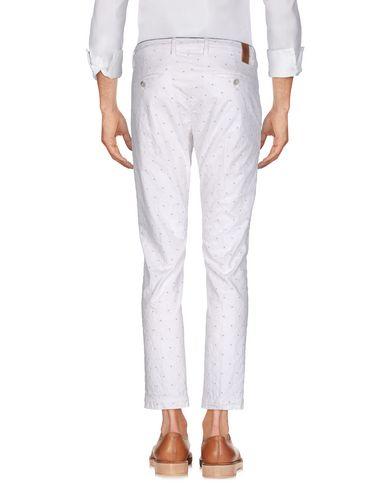 Фото 2 - Повседневные брюки от MICHAEL COAL белого цвета