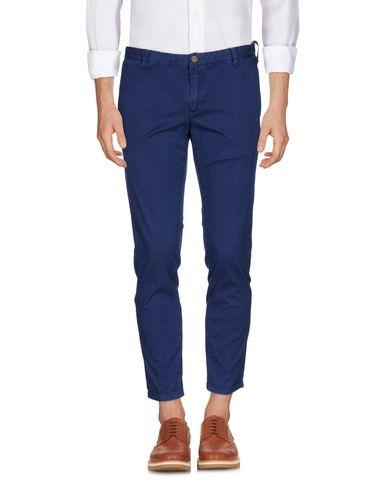 Фото - Повседневные брюки от AT.P.CO синего цвета