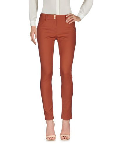 Фото - Повседневные брюки кирпично-красного цвета