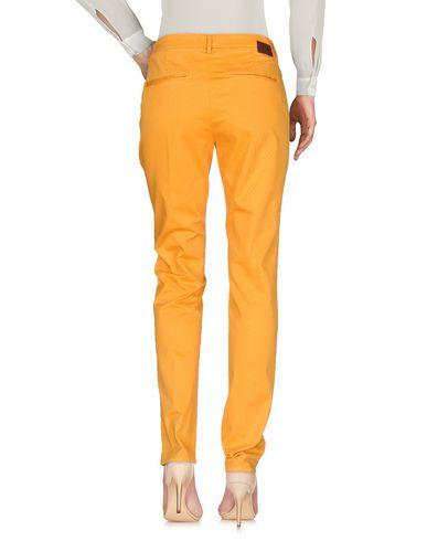 Фото 2 - Повседневные брюки от MICHAEL COAL цвет охра