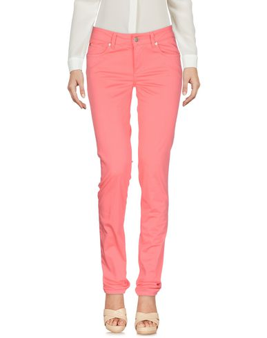 Фото - Повседневные брюки розового цвета