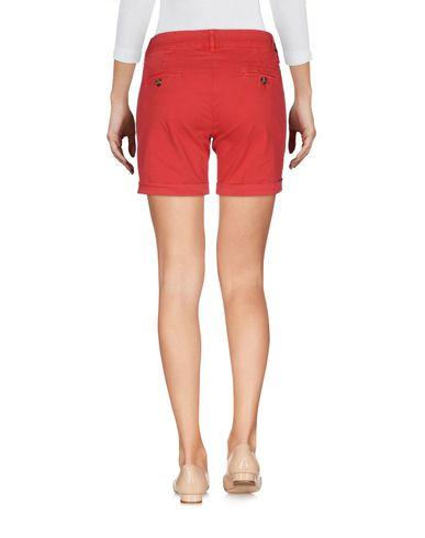 Фото 2 - Повседневные шорты красного цвета