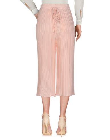 Фото 2 - Повседневные брюки от DARLING London розового цвета