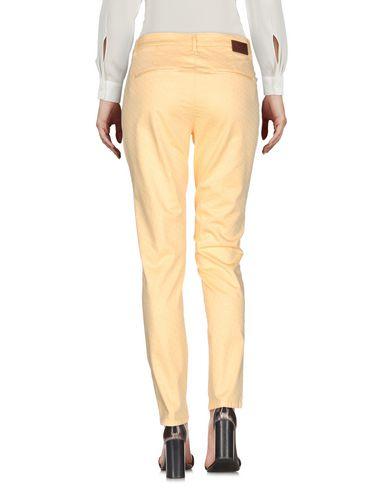 Фото 2 - Повседневные брюки от MICHAEL COAL светло-желтого цвета