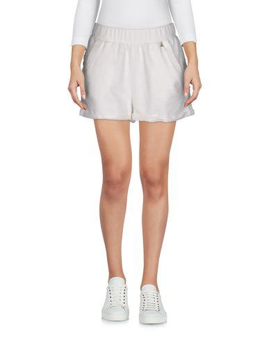 Фото - Повседневные шорты белого цвета