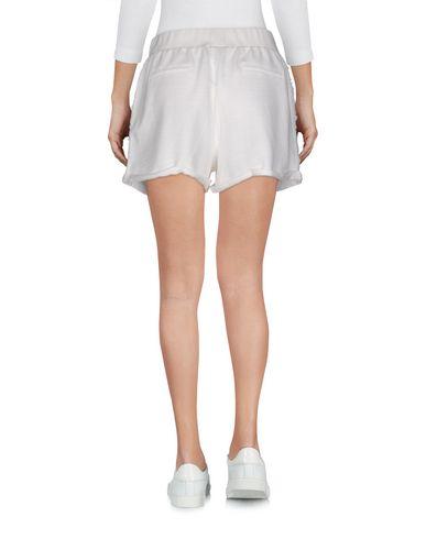 Фото 2 - Повседневные шорты белого цвета