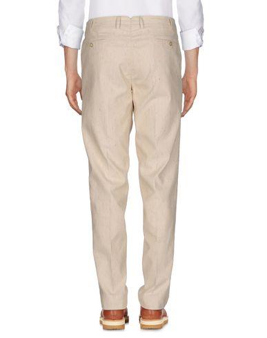 Фото 2 - Повседневные брюки от PT01 бежевого цвета