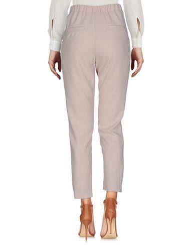 Фото 2 - Повседневные брюки от SOALLURE бежевого цвета