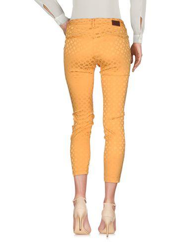 Фото 2 - Повседневные брюки от MICHAEL COAL желтого цвета