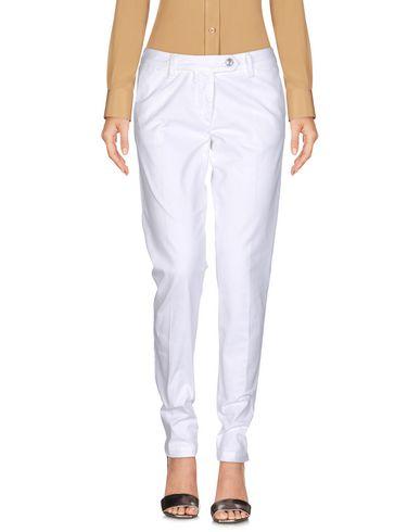 Фото - Повседневные брюки от SHAFT белого цвета