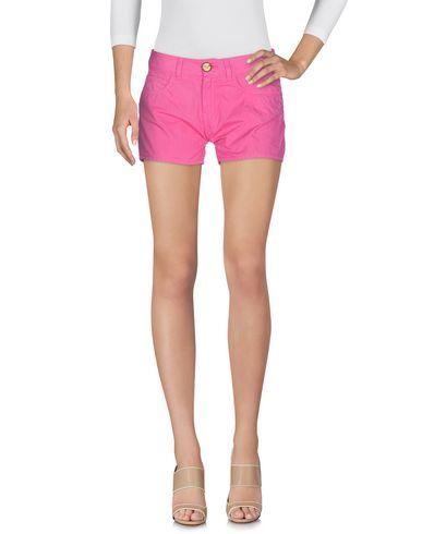Фото - Повседневные шорты розового цвета
