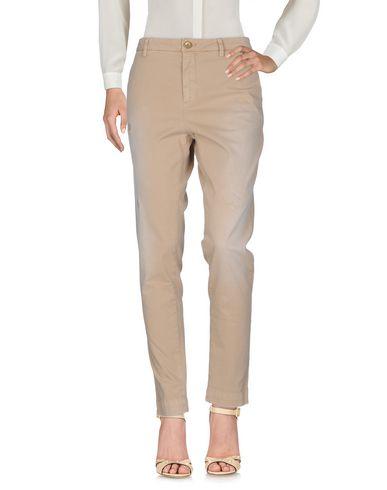 Фото - Повседневные брюки от AGLINI бежевого цвета