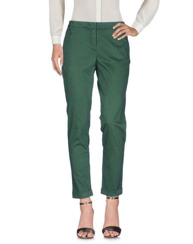Фото - Повседневные брюки от MANILA GRACE DENIM зеленого цвета