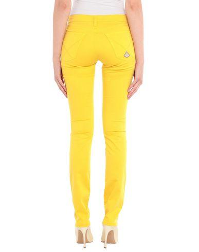 Фото 2 - Повседневные брюки желтого цвета