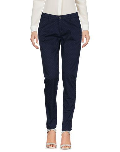 Фото - Повседневные брюки от IANUX #THINKCOLORED темно-синего цвета