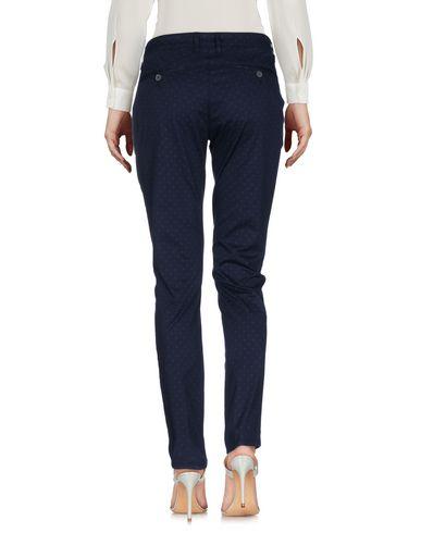 Фото 2 - Повседневные брюки от IANUX #THINKCOLORED темно-синего цвета