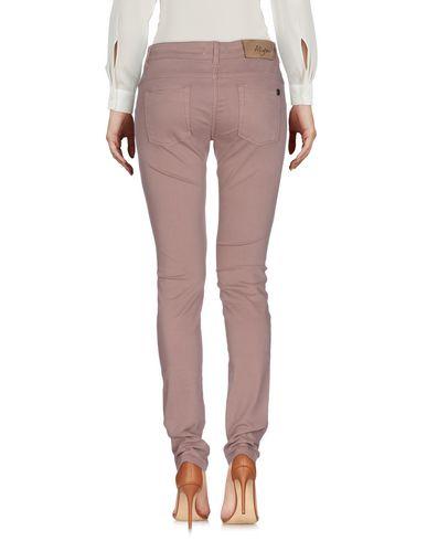 Фото 2 - Повседневные брюки светло-коричневого цвета