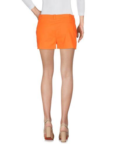 Фото 2 - Повседневные шорты оранжевого цвета