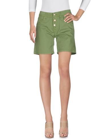 Фото - Женские бермуды  светло-зеленого цвета