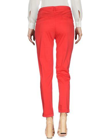 Фото 2 - Повседневные брюки от VDP CLUB красного цвета