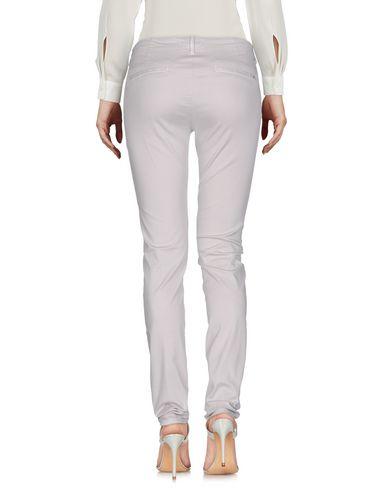 Фото 2 - Повседневные брюки светло-серого цвета