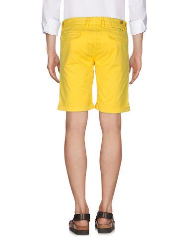 Фото 2 - Мужские бермуды SUN 68 желтого цвета