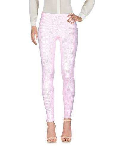 Фото - Повседневные брюки от VDP CLUB розового цвета