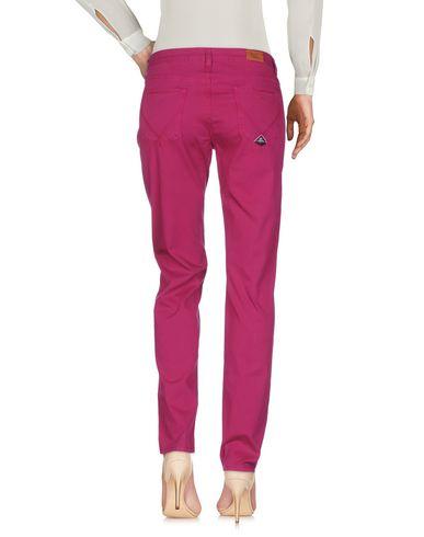 Фото 2 - Повседневные брюки розовато-лилового цвета